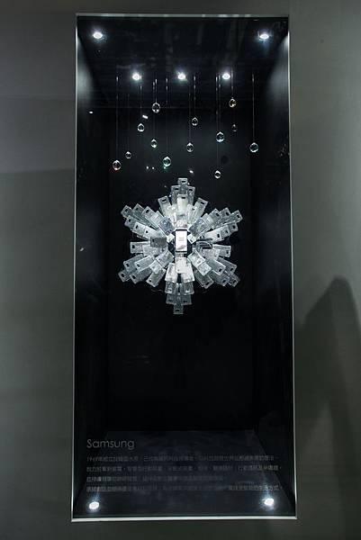 三星「雪絨花」水晶裝置藝術 閃耀施華洛世奇120周年特展