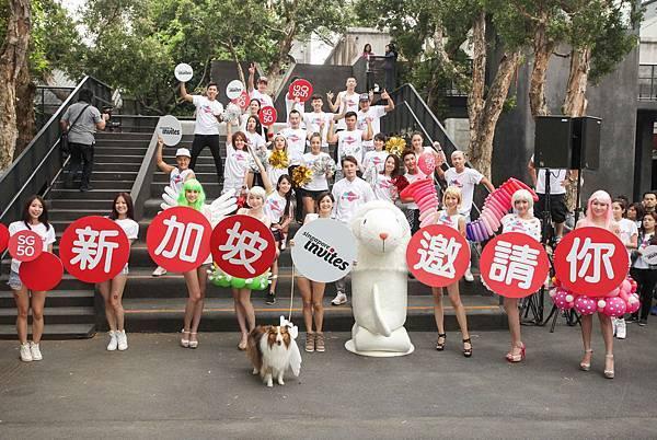謝怡芬(Janet) 偕魚尾獅熱情擔當邀請大使,與50個「妹」力台北華山驚喜FUN閃嘉年華(圖-新旅局提供)