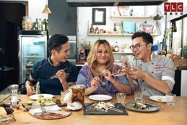 為了征服家家味蕾,雙廚端出最自然原味的鮮美海鮮料理,想奪得家家芳心