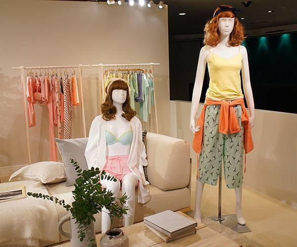 GU 2016春夏東京展示會_女裝居家系列:「CARROT JUICE GIRL」