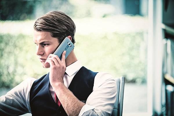 史上最強攝錄旗艦LG V10新色再出擊!為提供消費者更多「出色」的新選擇,LG推出春節新色「湖光藍」,為歲末年終的忙碌生活,帶來最療癒的心情。