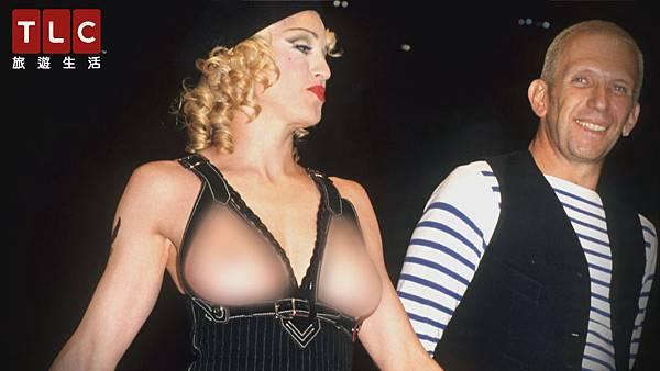 瑪丹娜直接露出酥胸
