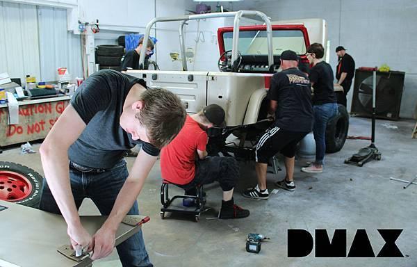 96小時緊張任務 全體團隊日以繼夜改造車輛