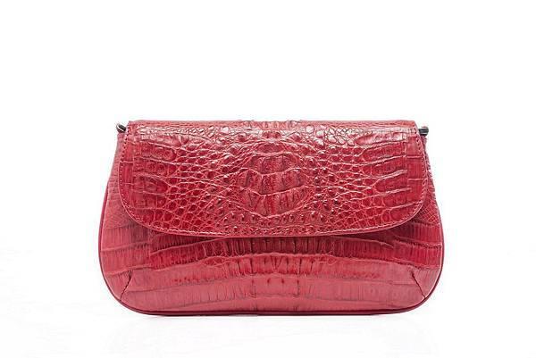圖6_ aBoutmi俏麗佳肩背手拿鱷魚圓弧包焰紅色,建議售價NT20,800