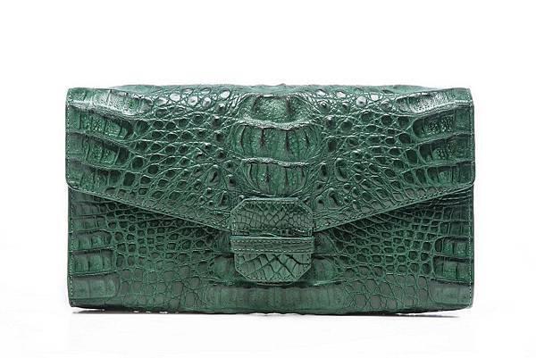 圖8_aBoutmi珍稀鱷魚肩背手拿信差包湖水綠,建議售價NT25,800