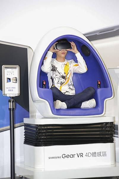 畢書盡體驗現場4D的虛擬裝置
