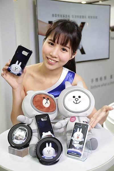 【機皇朝聖區 】全新一代的無線閃充充電座,讓手機擁有舒適的50度瀏覽角度