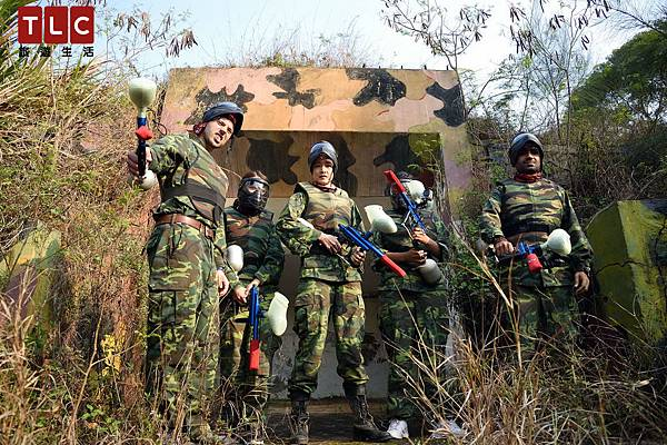 Janrt帶領紅隊準備進入漆彈場與敵對廝殺