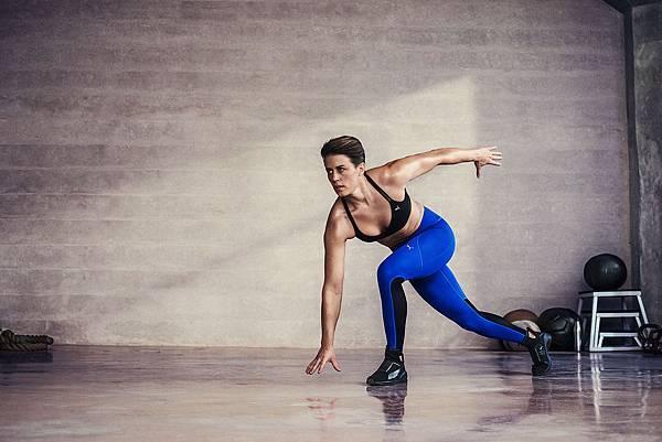 蕾哈娜的個人健身教練Jamie Granger亦穿著 PUMA Fierce 進行各項訓練