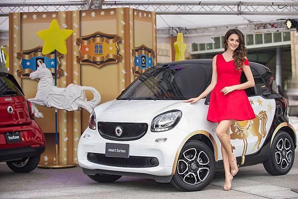 輕巧都會小車smart fortwo驚艷新手駕駛,瑞莎大喊:「未來要開fortwo載老公出門趴趴走」。