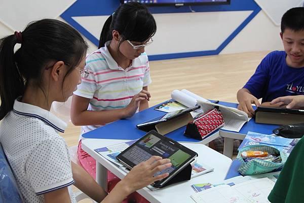 將數位學習資源送到點與點之間無法觸及的學童手上,更有效率地且全面地串聯全台新型態學習網絡