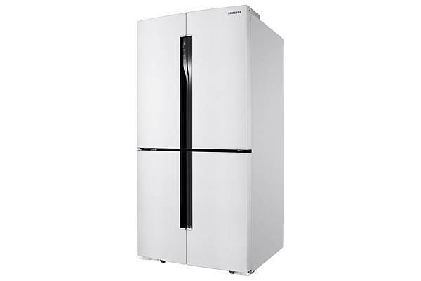 三星電子推出首度在台上市的新一代超魅力T-Style「三循環多門旗艦系列冰箱(RF905)」,智慧溫控可靈活更改冷凍和冷藏配置,隨心所欲的切換各種模式,在最佳溫度下延長食材儲存時間,滿足多元需求。