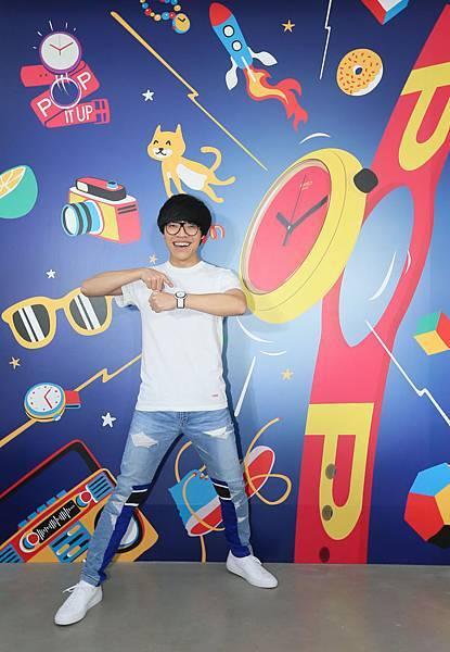 盧廣仲表示自己相當驚艷Swatch全新「POP」系列錶款,滿足自己滿滿的好奇心與源源不斷的創意,讓手錶可以生動有趣不停變化。