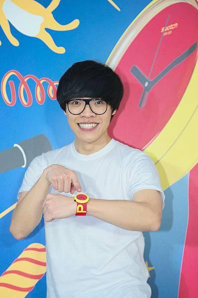 此次Swatch為了呈現「POP」系列錶款充滿活力,同時極具讓人自由創作的特性,特以藝術展覽方式進行發表,邀請知名歌手盧廣仲出席