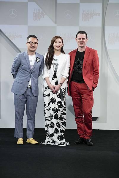 (左起) VOGUE 董事總經理 劉震紳先生、活動大使河智苑,以及台灣賓士總裁 邁爾肯先生