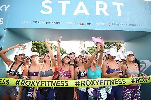 ROXY世界長板冠軍KELIA、巴西衝浪好手BRUNA、運動名模王心恬 、ROXY GIRLS BAYBAY、SAWU與ANITA帶領500位參賽者和國內運動好手們爭相挑戰