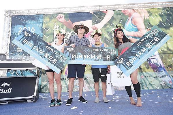RUN跑步前三名者可獲得ROXY購物金(第一名$30,000, 第二名$20,000, 第三名$10,000),還有價值萬元之GO PRO專業配備及碧兒泉BIOTHERM多項好禮