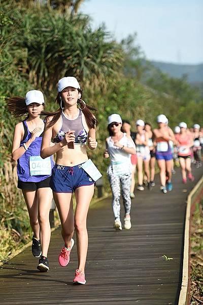 運動名模王心恬挑戰ROXY FITNESS戶外運動營 水陸3合1