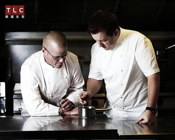赫斯頓與廚師一起研究料理