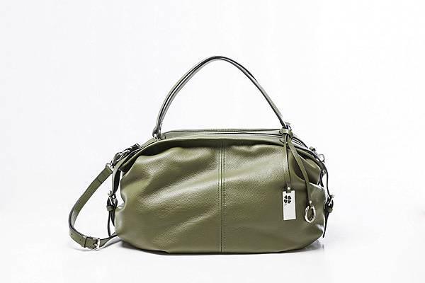 圖2_aBoutmi橄欖綠率性時尚兩用旅行包,建議售價NT7,580
