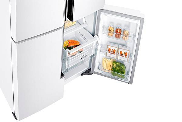 頂級三循環冷卻系統設計,冷凍室與冷藏室各自擁有獨立製冷系統與風扇,讓冷藏維持高效保濕,保持食材新鮮。