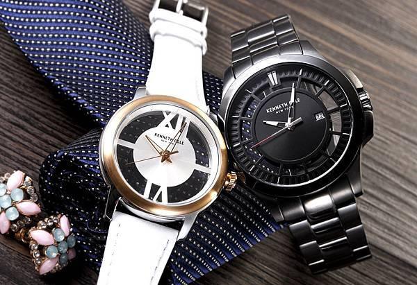KENNETH COLE七夕情人節對錶情境照4(左)簡約純白經典鏤空錶NT4,680 (右)堅毅鍊黑經典鏤空錶NT5,780