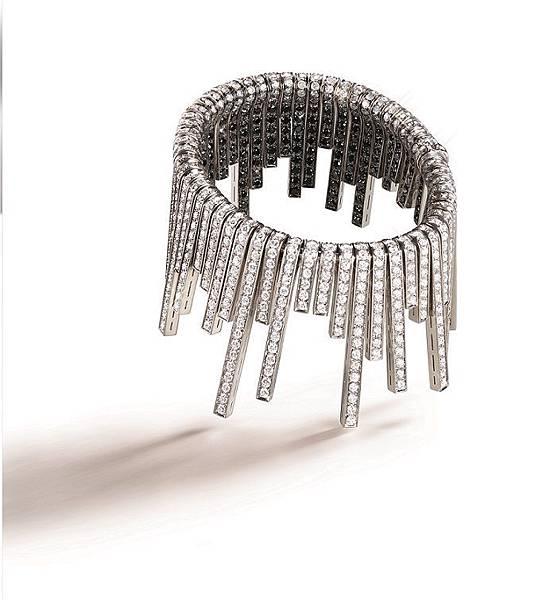 10. CASCADE瀑布手環,建議售價NTD 3,989,000