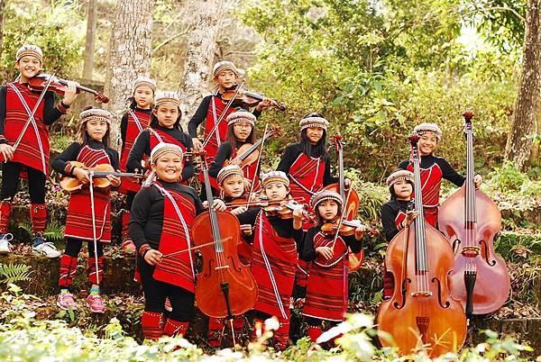 來自南投山林裡的天籟,親愛國小學童組成親愛愛樂弦樂團推出音樂饗宴近日入圍傳藝金曲獎最佳跨界音樂