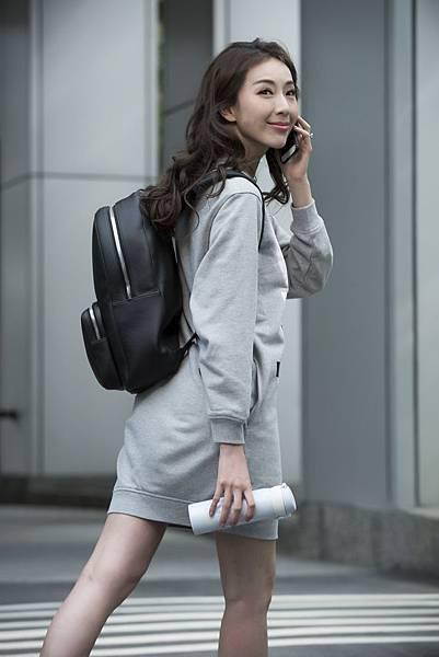 01_萬寶龍邀請「巨星辣嗎」演繹Meisterstück Soft Grain系列黑色後背包