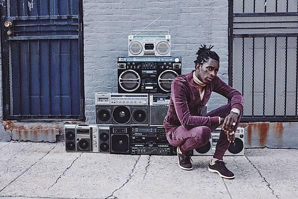 Young Thug加入PUMA演繹經典鞋款的陣容,穿上PUMA Suede表達回歸街頭文化、解放自我的獨立個性