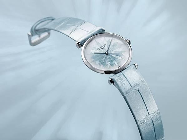 浪琴表嘉嵐系列寧靜藍腕錶情境照