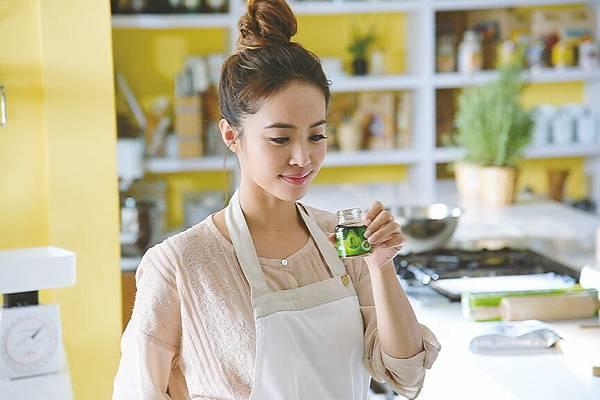白蘭氏鷄精相中Jolin擔任品牌大使,正是因為她能夠認同產品,並且為長期使用者,相信對消費者也更有說服力。
