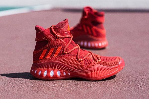7. adidas Crazy Explosive 亮眼紅色鞋款(AQ7218)將成為全場萬眾注目的焦點,10月4日正式上市,售價 NT$5,590。