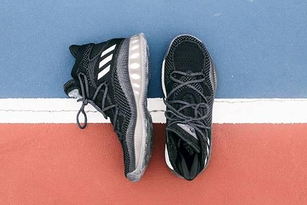 5. adidas Crazy Explosive B42404 經典黑色更突顯完美設計細節,10月4日正式上市,售價 NT$5,590。