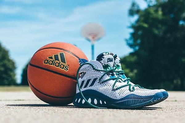 6. adidas Crazy Explosive白色款式(B42405)在鞋舌設計有Andrew Wiggins的姓名縮寫,是一雙值得球迷收藏的籃球鞋款。