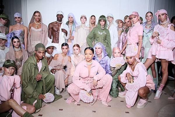 由蕾哈娜領軍的FENTY PUMA by Rihanna 2017春夏新品發表於巴黎時裝週正式揭幕