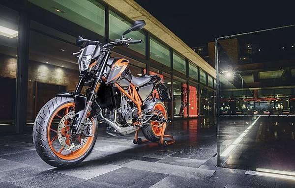 KTM 690 Duke R 2016 形象照(3)