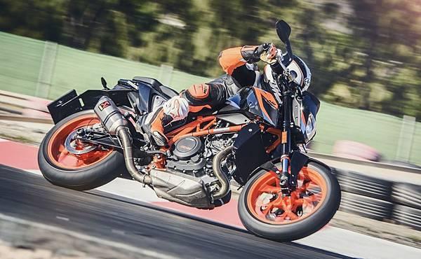 KTM 690 Duke R 2016 形象照(4)