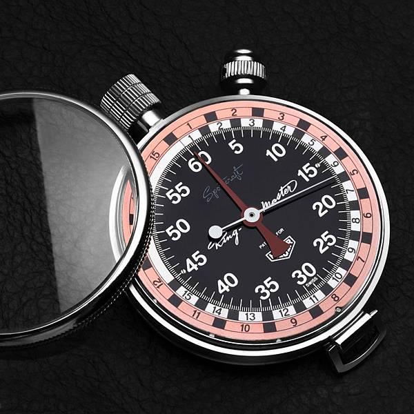 Tag Heuer的阿里紀念腕錶, 靈感來自1957年問世的這款Ring-Master計時碼錶。
