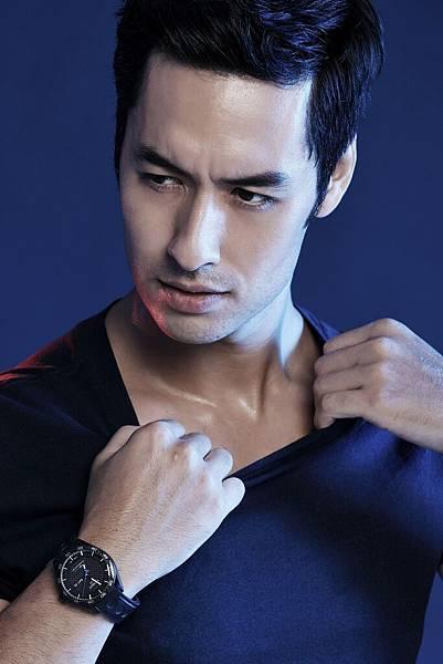 圖七 名模Tyler佩戴天梭律馳PRS 516 系列腕錶- Powermatic 80小時自動款