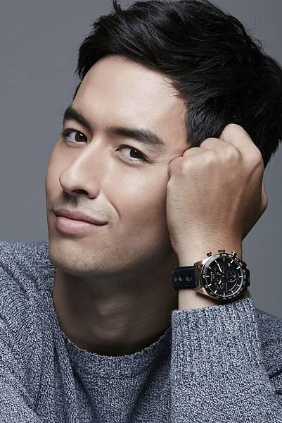 圖六 名模Tyler佩戴天梭律馳PRS 516系列腕錶-石英計時款