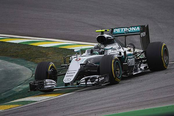 Nico Rosberg於排位賽期間雖然拼搏至最後,但仍以0.1秒之差緊追在後,從第二位置出發,在正賽時也以亞軍作收。