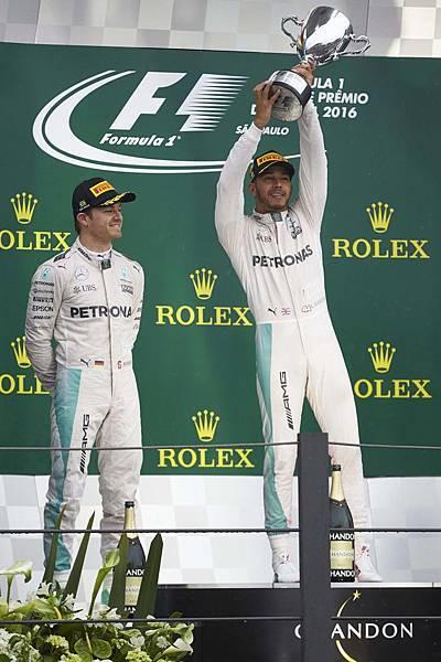 Lewis Hamilton與Nico Rosberg於巴西戰結束後,兩者積分縮短至12分,最後年度車手冠軍鹿死誰手,最終站阿布達比站才將分出勝負!
