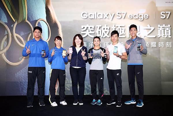 三星資深行銷協理 余倩梅 與奧運選手合影