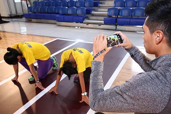 陳傑透過Samsung Galaxy S7 edge記錄小選手練習過程
