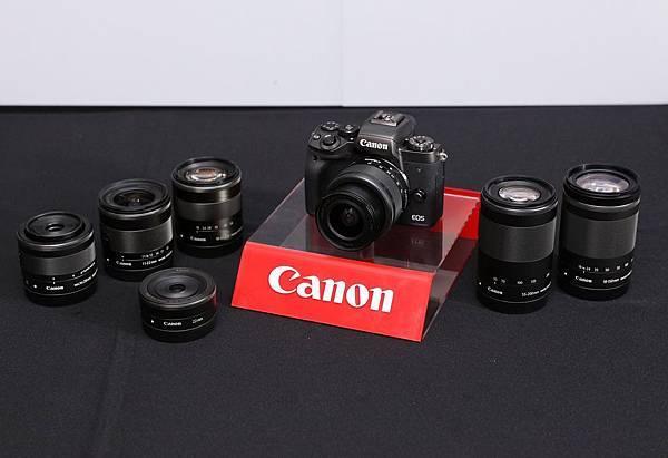圖說三 Canon EOS M5可搭配Canon迷你單眼系列豐富的EF-M系列專用鏡頭群,包括超廣角變焦鏡、大光圈定焦鏡、微距定焦鏡、望遠變焦鏡等,搭配起來既輕巧又專業。