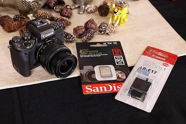 圖說七 伴隨新機上市Canon推出首購禮:11月25日至12月31日購買EOS M5隨機贈送原廠電池與Sandisk Extreme 32G SD高速記憶卡。