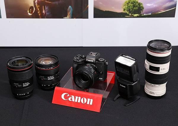 圖說四 Canon EOS M5可透過轉接環支援超過70款專業EF鏡頭,釋放更強大的拍攝威力,並維持人機一體的優異握持感。