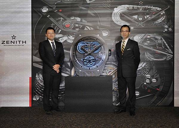 寶鴻堂鐘表業務經理蕭學儒(左)與真力時台灣品牌總監張至真共同為Academy Tourbillon GFJ腕錶的正式登台進行啟動儀式。
