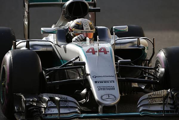 Lewis Hamilton於阿布達比站依舊出色,不僅奪得桿位,也以第一名完賽,並獲得2016年F1賽季的車手排名第二名